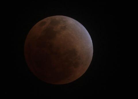 Gerhana Bulan Total: Bulan Merah Darah