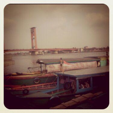 Warung Terapung Saksi Peradaban Sungai Musi