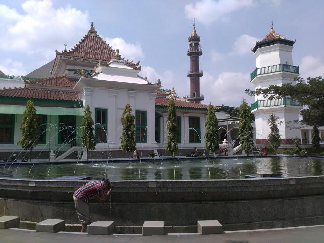 Wisata Religi di Masjid Agung Palembang