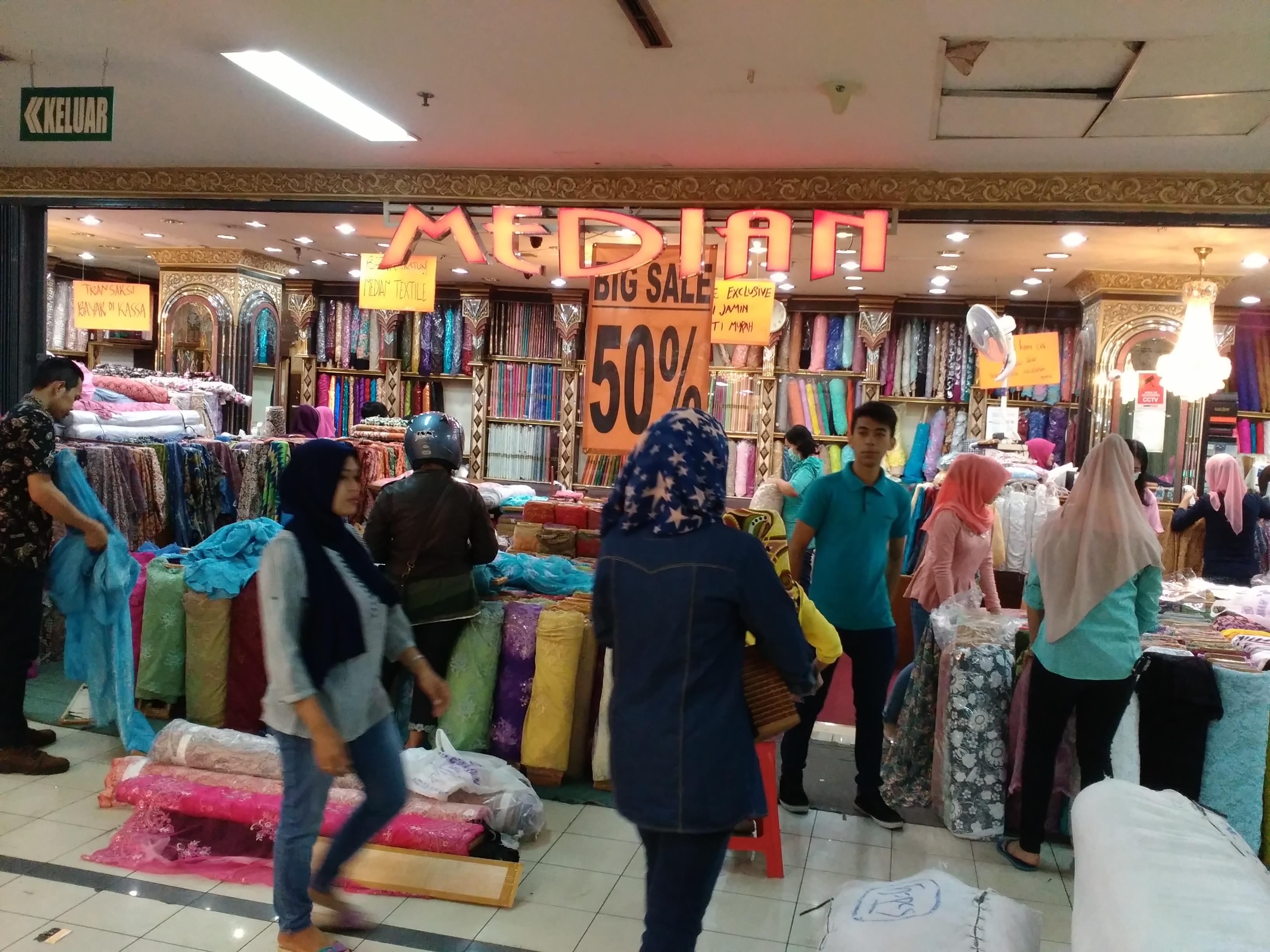 Belanja di Pasar Baru Bandung - Jurnal Suzannita 3cc4b38063