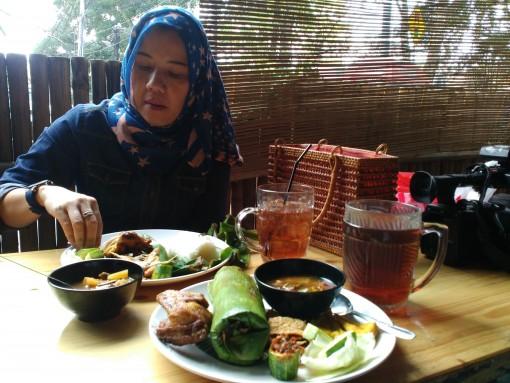 Burung puyuh Warung Sangrai, Review : Sajian Burung Puyuh Warung Sangrai Bandung, Jurnal Suzannita