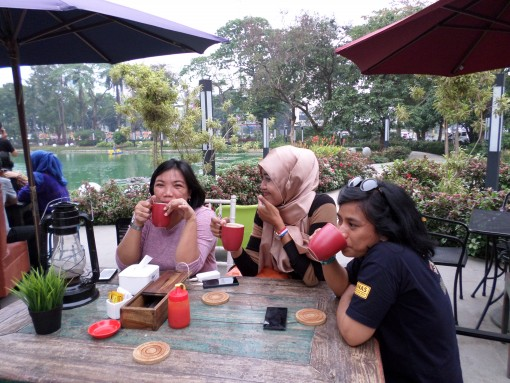 Serendipity Cafe bersama Sahabat