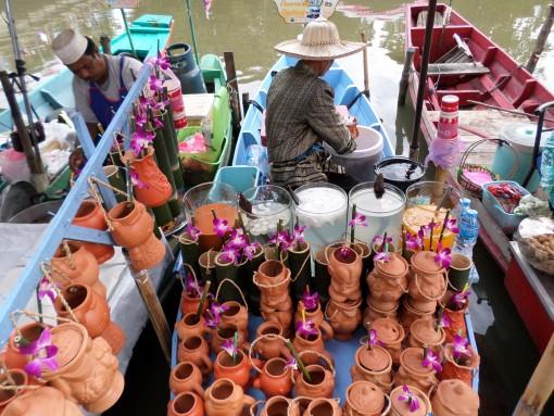 Pedagang di Pasar Terapung Khlong Hae