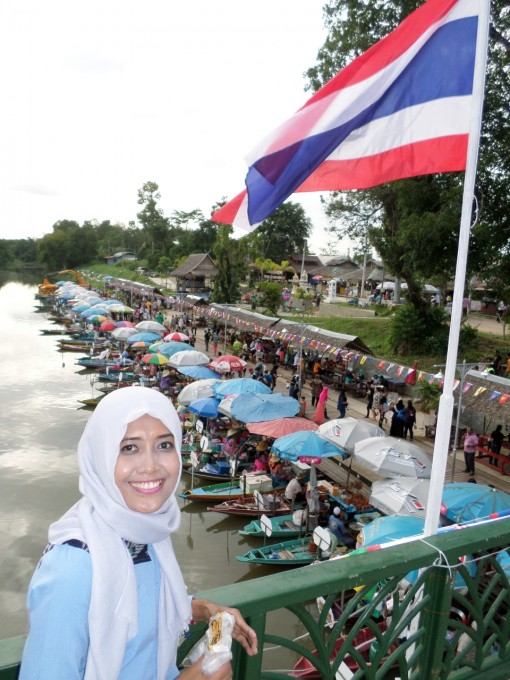 Wisata Kuliner di Pasar Terapung Khlong Hae