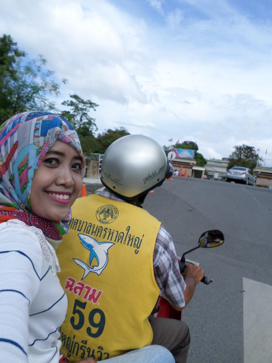Naik Ojek ke Hat Yai Municipality Park