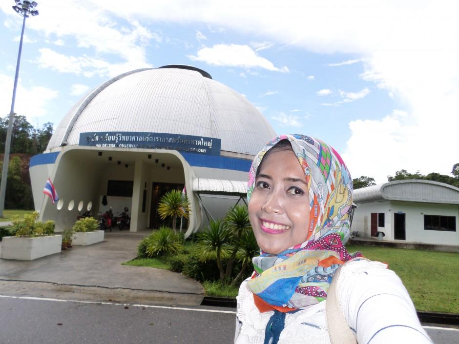 Di depan Hat Yai Observatory