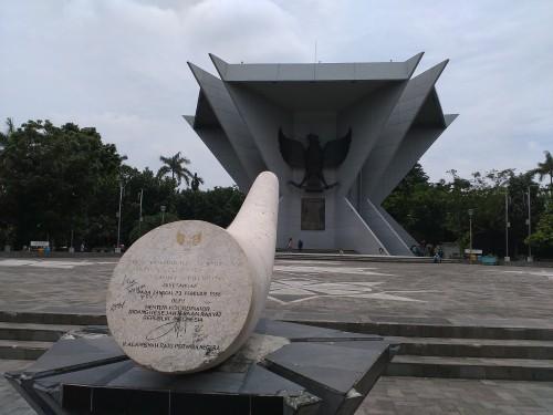 Jalan-Jalan di Braga, Bandung, Jalan-Jalan di Braga, Bandung, Jurnal Suzannita