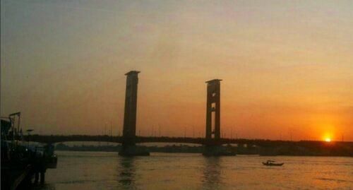Matahari Terbit Jembatan Ampera