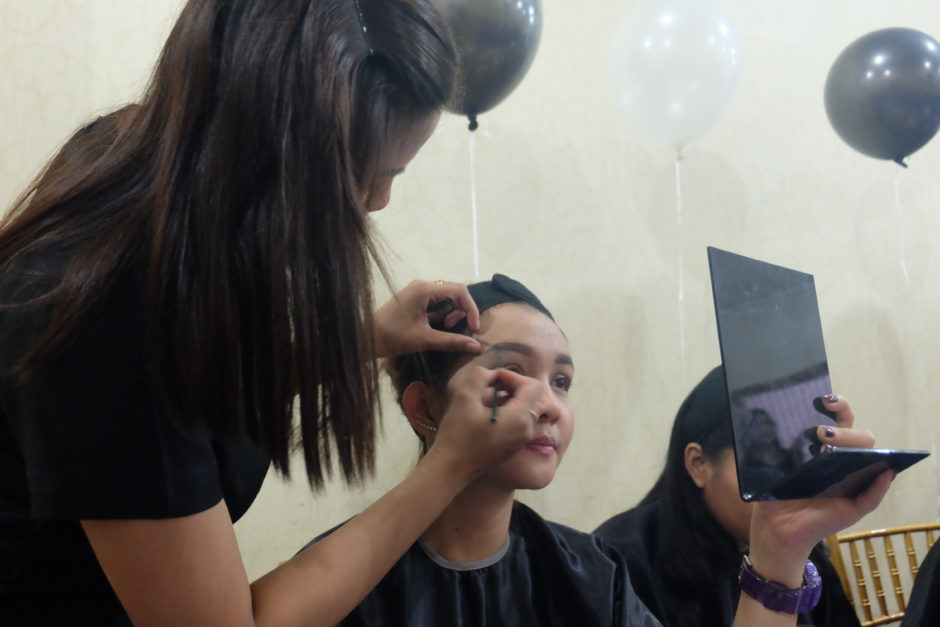 Gathering Make Over Cosmetics With Social Media Partner Palembang, Gathering Make Over Cosmetics With Social Media Partner Palembang, Jurnal Suzannita