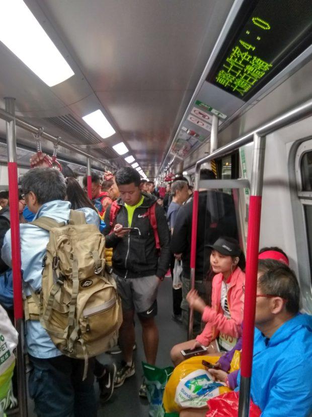 Suasana di dalam MTR di Hongkong
