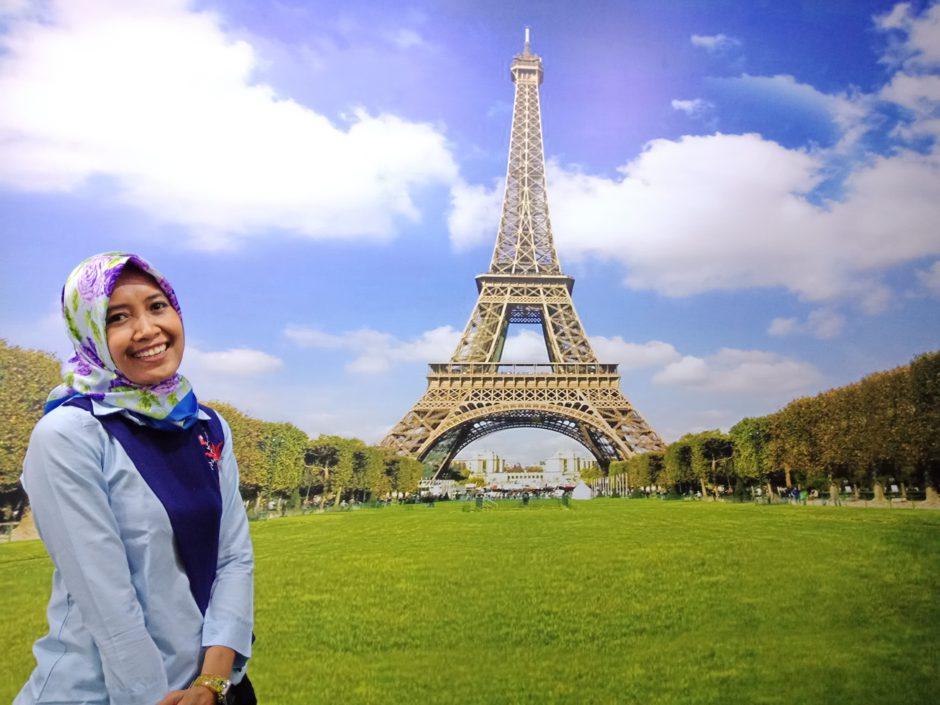 Suzan di Menara Eifell De Jakabaring Palembang