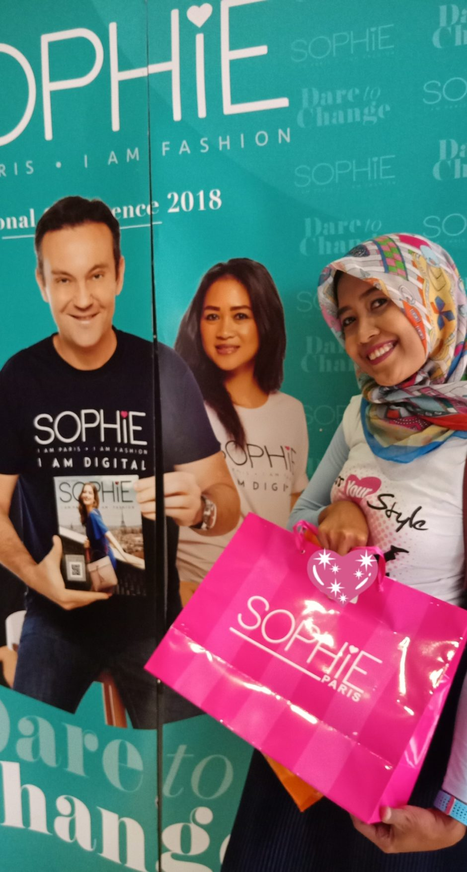 Sophie Paris Eksis di Era Digital, Sophie Paris Eksis di Era Digital, Jurnal Suzannita