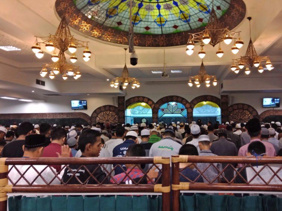 Shalat Tarawih di Masjid