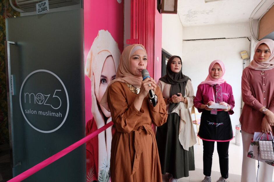 Yulia Astuti - Founder moz5 Salon